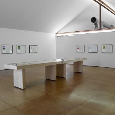 https://pazdabutler.com/upload/exhibitions/_-title/ESInstallation2.jpg