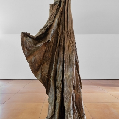 https://pazdabutler.com/upload/exhibitions/_-title/Havel_Hiram_Butler_Wrapped_in_Stars_6.jpeg
