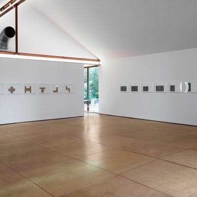 https://pazdabutler.com/upload/exhibitions/_-title/Hiram_Butler_Frank_Stella_2.jpeg