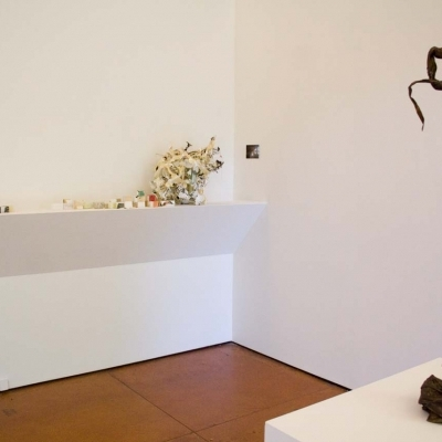 https://hirambutler.com/upload/exhibitions/_-title/Small_Sculpture_05.jpg