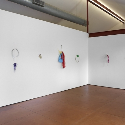 https://pazdabutler.com/upload/exhibitions/_-title/Tony_Feher_Hiram_Butler3.jpeg